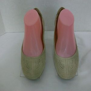 Naturalizer Beige Leather Flats size 8.5N